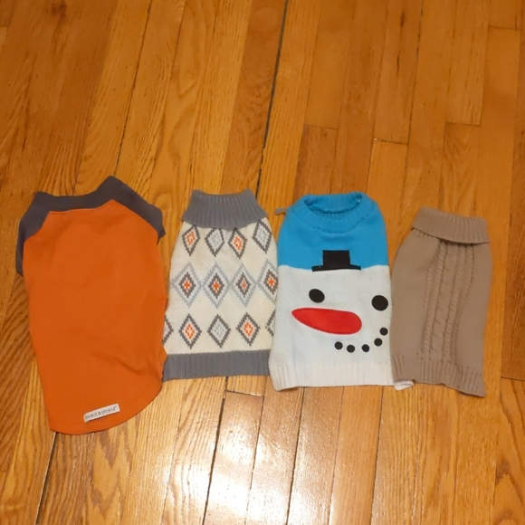 Four Dog Tops size small